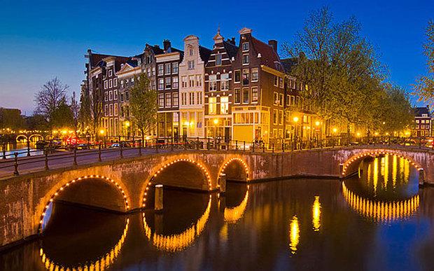 Amsterdam_3301156b