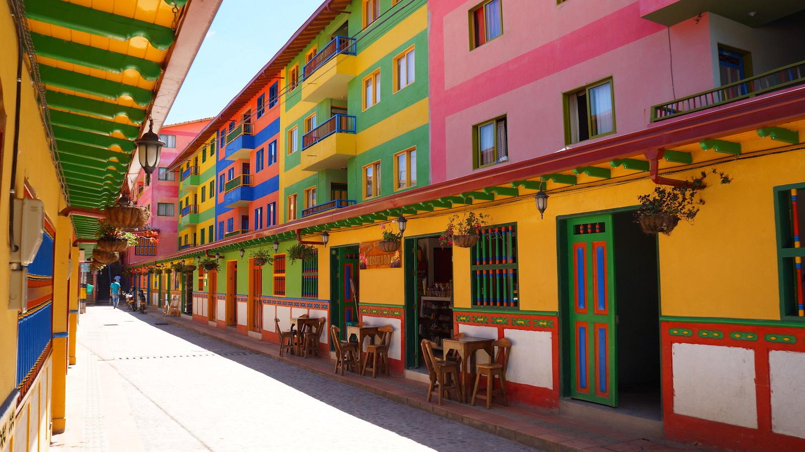 Guatape-Columnbia-Town-Street-View1